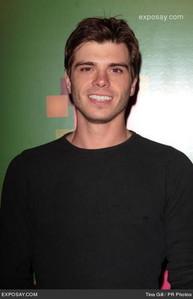 Pretty boy Matt, so hot!