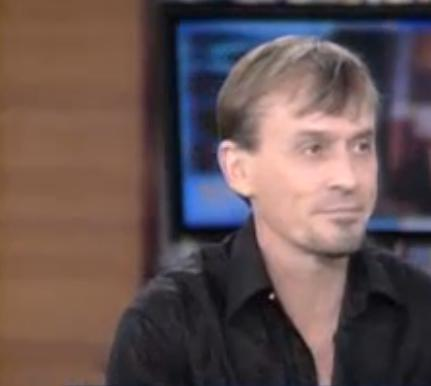 an almost mean vraag for Knepper fans. He´s the white-shirt-type. Well...