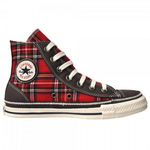 I like my Chucks in green, bordeaux, chocolate, black and blue, but I'm absolutely crazy about my Plaid ones ;-D