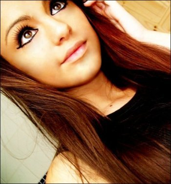 cher lloyd. shes gorgeous and a great singer. sounds like a good life :)