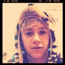 NAWW! As if Niall isn't already the cutest, look at his coot as hat! NAWWW