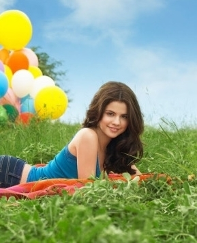 I guess this one shows how beautiful Sel truly is :)