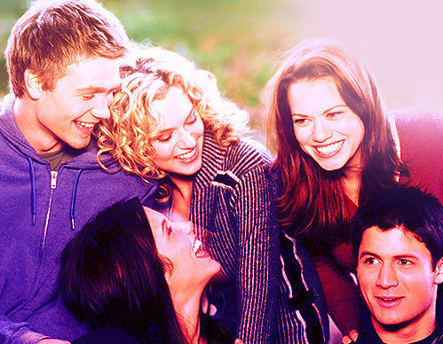 One дерево Hill! A Small Town, With A High School. Weird Relationships but amazing friendships! Also I'd see Lucas & Nathan everyday which would be an amazing bonus! ♥