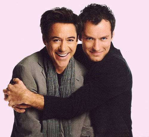 Jude Law hugging my favourite ломоть of an actor Robert Downey Jr. Just lots of Любовь for these two. So cute :)
