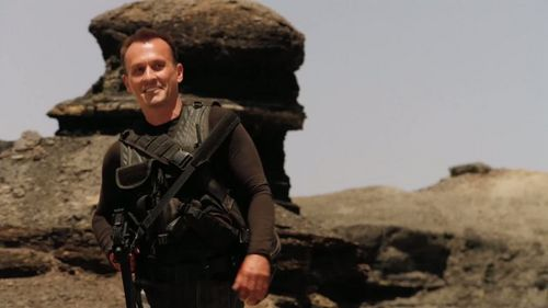 Rob with short hair (I hate it) in Stargate Universe. pag-ibig the sando at least