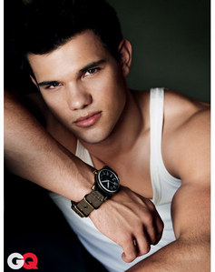 my 2nd fav actor is taylor lautner *_*
