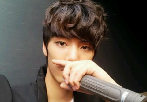 JR is my ideal man. He's just the perfect guy ^^ I can't stop thinking about him. He's my aspiration too, he inspires me a lot. I <3 him :)