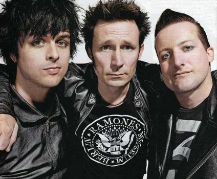 yes i love GREEN DAY i do Green Day related things everyday :) <3