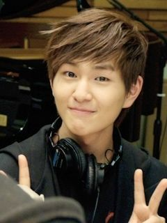 Onew is the oldest and the most caring among the rest so Onew would be the best choice!