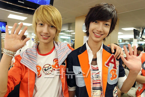 I HAVE 2 FAVES!!!!!!!!!!! JO TWINS!!!!!!<333333
