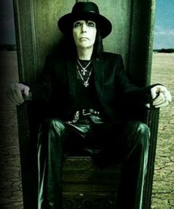 K stormy deal is Mick Mars' Daughter. He also has a son named Les Paul Deal. His birth name BEFORE he changed it legally to Mick Mars, was Robert Allan Deal. (He called himself Bob Deal though). He has a VERY severe spinal disease called Ankylosing Spondilitis. It has completely fused his neck joints, and BONES(ボーンズ)-骨は語る- together, and his entire back as well. (Thats why he walks hunched over. When あなた get A.S. it only affects the inside of your spine, causing every bone to completely シール frozen. Like cement. It has weighed him down so much over the years that he has ロスト 6' inches in height. Hence why he always wears his platform boots, to maintain his height,) Mick cannot turn his head at all. He has to sleep in a half sitting up position, and he needs to take medication for the pain. Anything else あなた would like to know? just ask. :)