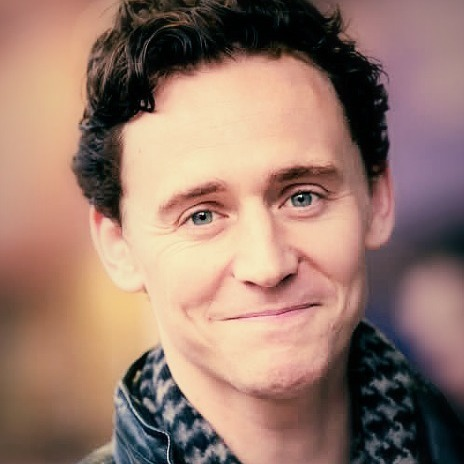 I know it was 投稿されました before but I still think Hiddlestons' cheeks r the best