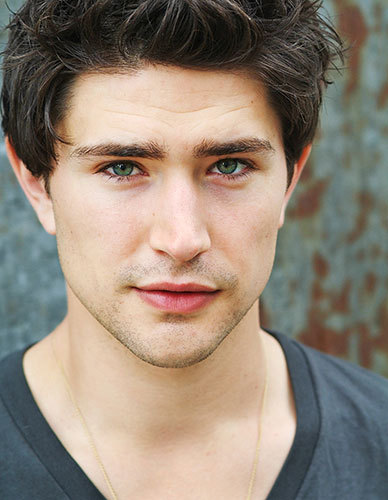 Matt Dallas has beautiful eyes. <3 He also has a beautiful smile. It lights up his whole face when he smiles. ~*O*~