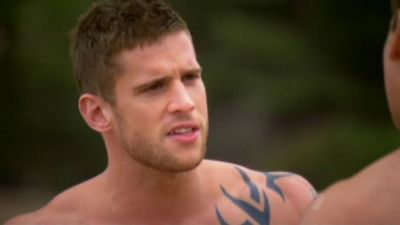 Daniel Ewing as Heath with a green background ;P