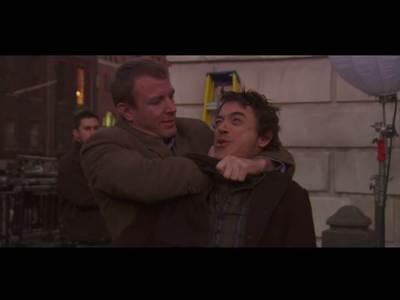 RDJ getting strangled da Guy Ritchie :D