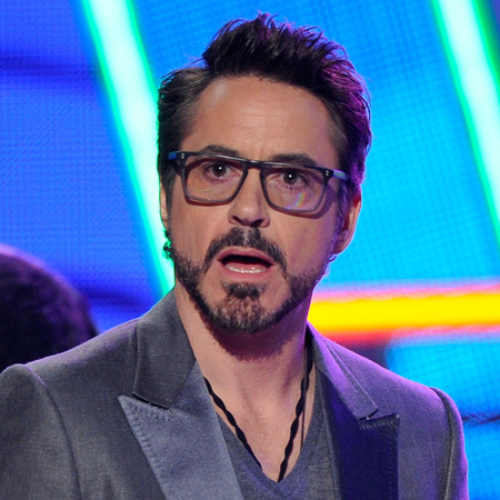 like him even もっと見る with beard!! And that modified Tony Stark beard is my fave! C: