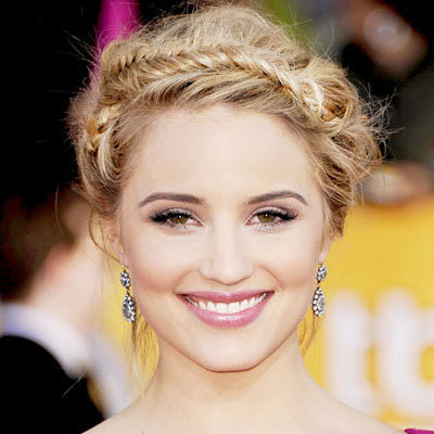 Unfortunately I can't add a pic since I'm on my i-pod, but I'd say Dianna Agron and Jennifer Lawrence. They're both gorgeous. edit: publicado a pic. she looks like a princess here <3