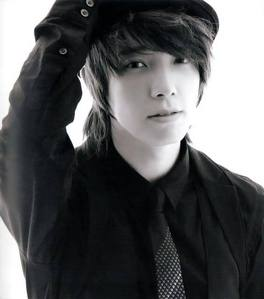 Siwon is handsome no doubt about it, but I like Dongahe thêm <333 Donghae is my type and personally I like his looks more~
