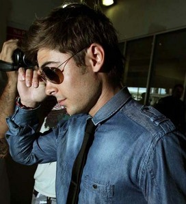 Zac Efron glasses ;)