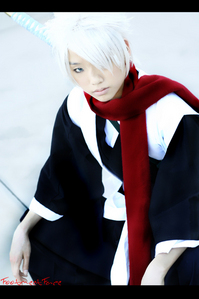 toshiro from bleach :) i like his cosplay its looks just like him ^.^