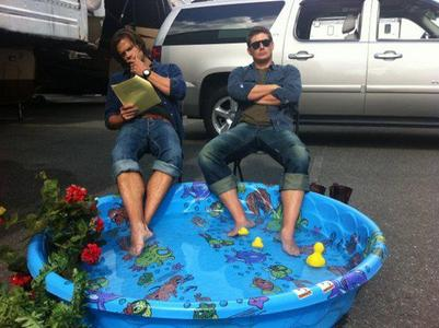 They are not doing anything with their legs but the 사진 is kinda weird! Jensen and Jared!
