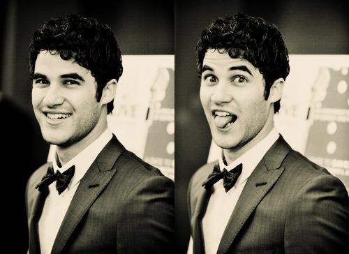 Easiest প্রশ্ন for Darren. He always wears bow ties. XD
