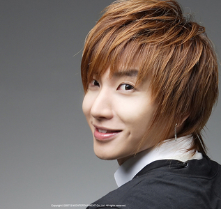 Run away from home!! o hit,kick,punch your mom back!! Also call the cops!! Same happen to Leeteuk from SuJu! :'( http://netizenbuzz.blogspot.com/2012/09/super-juniors-leeteuk-tearfully.html te have to translate this page! -->http://news.nate.com/view/20120910n08785 Leeteuk!⇩