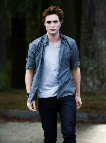 there is no doubt of course it is robert pattinson / edward cullen