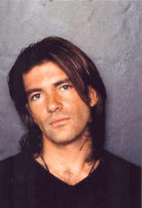 Banderas with straight hair <3