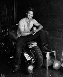 Tyler Hoechlin <3 He's Sitting on the Motorcycle