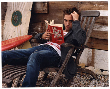 this is mine of Robert Pattinson Lesen a book
