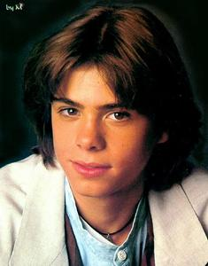 Young Matthew with a cute smile. <33