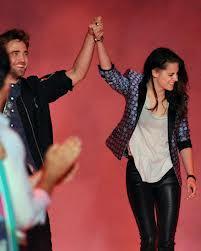 Robert Pattinson holding Kristen Stewart's hand(from the 2012 Teen Choice Awards).