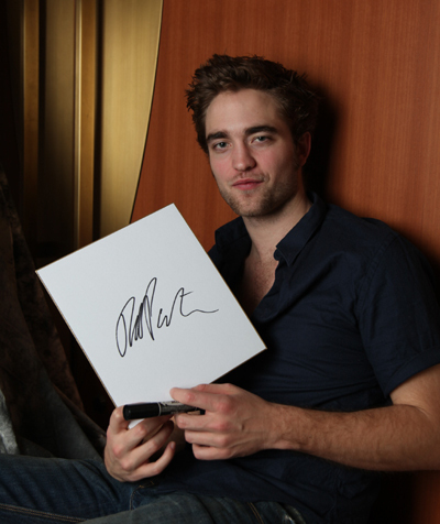 Robert Pattinson holding up his signature.I hope that counts.