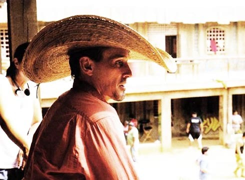 Knepper sombrero - it must be hot behind the scenes