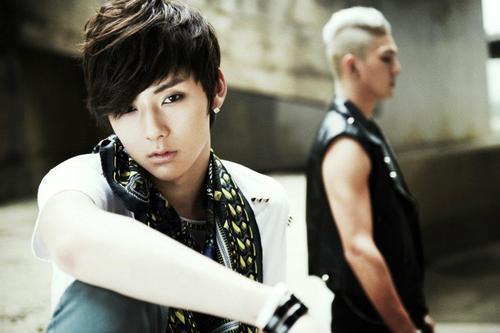 [i]1.Minhyun 2.Aron 3.JR 4.Baekho 5.Ren[/i]