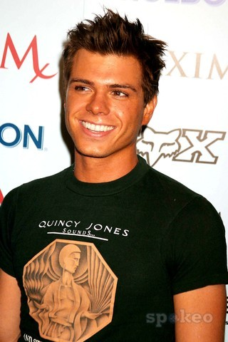 It would be awesome to 날짜 this guy!! Matt Lawrence? Anytime!!! :P