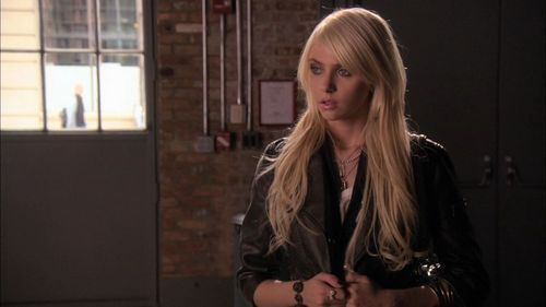 I know, everyone thinks she's a slut but I don't. I like her, I like her style, I like her 音乐 but not so much as Jenny Humphrey on Gossip Girl. I just liked her for her style on GG.