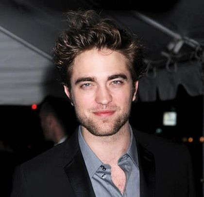 Here is my sexy Rob Pattinson,with a little bit of stubble,which makes him look even hotter.