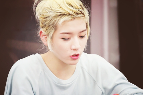1. Ren 2. Minhyun 3. JR 4. Aron + Baekho