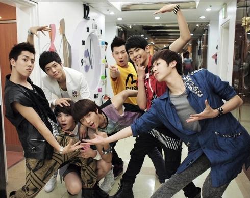 1.Myungsoo/L 2.SungKyu, Woohyun 3.Hoya  4.Sungyeol  5.Dongwoo 6.Sungjong