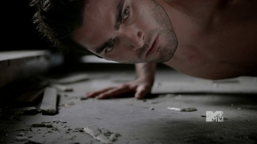 Tyler Hoechlin in the middle of Push ups