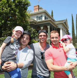 Matthew in 2012 with his brothers, Joey and Andy along with Joey's two daughters, Charli and Liberty.