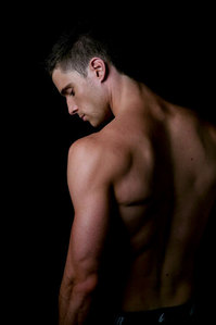 his back is as beautiful as his front!! :OO