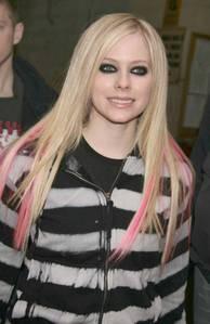 i like her eyeliner