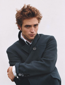 my Robert(Pattinson) wearing a black coat.I Cinta this pic of Robert,he looks so sexy.