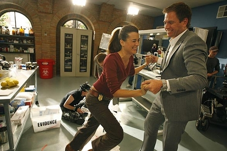 Michael Weatherly and Cote de Pablo both from NCIS. They aren't dating in real life but they have such an awesome friendship on and off the show.