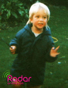 This pic was when he was like 3 oder 4 years old.Any guesses as to who it is?It is my sexy Robert Pattinson.Yes he had blonde hair as a little boy,but now his hair is brown.He was a cutie pie back in the Tag and he grew to be 1 sexy,gorgeous and handsome man!!!!!!