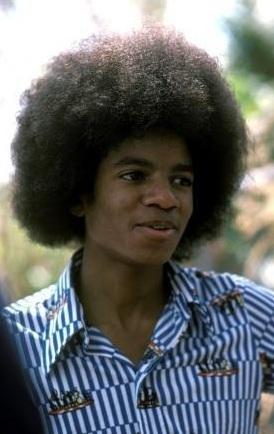 I 사랑 all of his hair all the time....but I especially 사랑 the Thriller era hair (short curls) and his afro when it was huge....his huge afro makes me melt!!♥