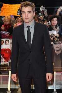 My sexy and very dashing Robert Pattinson at the UK premiere for BD 2.Looking mighty fine Rob.You do look gorgeous in that suit,but wewe would look even better out of it!!!